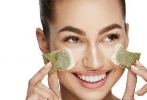 Bên cạnh giảm đau nhức mắt, đắp trà túi lọc còn giúp cải thiện quầng thâm mắt, bọng mắt