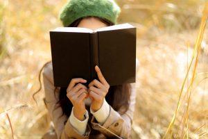 Đọc sách liên tục trong thời gian dài cũng khiến đôi mắt mệt mỏi
