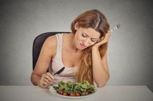 Cơ thể khi bị thiếu hụt chất dinh dưỡng, vitamin, khoáng chất cũng thường gặp tình trạng nhức mắt